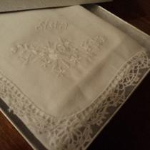 Gift Boxed White Lace Sister Handkerchief Wedding Bridal Party Gift Bride Photo