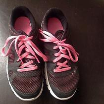 Girls Nike Shoes Photo