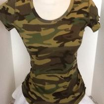 Green Fitted Camouflage T-Shirt Photo