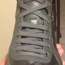Gucci Sneaker. Platinum Retro Photo