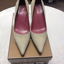Gucci Suede Pumps Photo