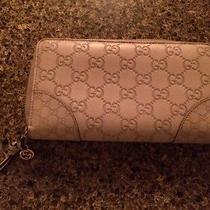 Gucci Zip Around Wallet Photo