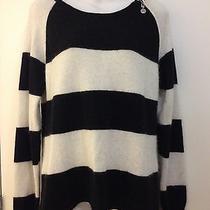 Guess Black / White Sweater Photo