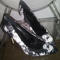 Guess Floral High Heels in White and Black Fabric Never Worn. Photo