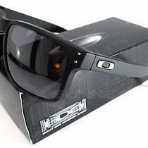 Holbrookmatte Black W/ Black Iridiumsunglasses. Photo