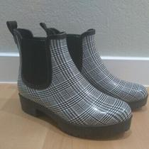 Jeffrey Campbell Cloudy Chelsea Rain Boot Black and White Plaid Size 9 Euc Photo