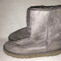 Ladies Size 7 Ugg Australia Gray Suede Fur Lined Winter Snow Pull on Boots Photo
