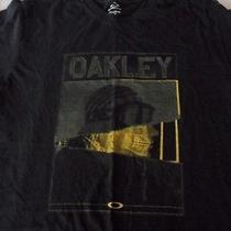 Large- Oakley T- Shirt Photo