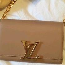 Louis-Vuitton Crossbody Photo