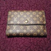 Louis-Vuitton Wallet Photo
