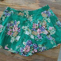 Love 21 by Forever 21 Green Floral Print Linen Shorts - Size X-Small - Made Well Photo