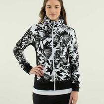 Lululemon Calm and Cosy Jacket in Brisk Bloom Size 6 Black and White Photo