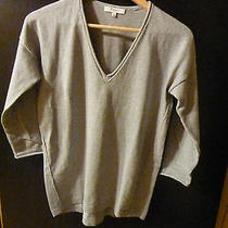 Madewell v-Neck Swather Photo