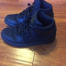 Mid Black Jordan Retro 1 Photo