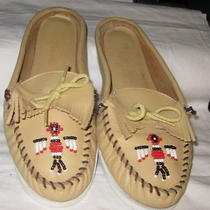 Minnetonka Backless Moccasins  Women's 10  Beige  Tribal Bird Photo