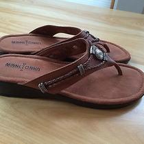 Minnetonka Brown Leather Sandals Women's Thongs Flip Flops Size 8 Photo