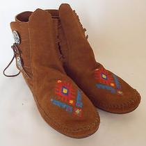 Minnetonka Brown Suede Embroidered Two Button Moccasin Ankle Boots Sz 8m  Photo