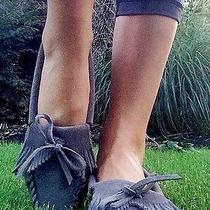 Minnetonka Gray Suede Fringe Moccassins Sz 7.5. So Trendy & Cute Photo