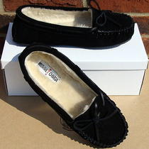 Minnetonka Women's Cally Slipper - Black Suede - 8 Photo