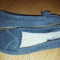 Minnetonka Women's Slippers Size 9  Gray Super Cute   Photo