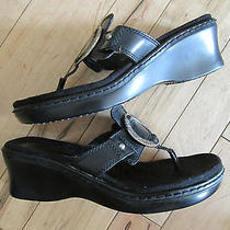 Minnetonka Womens Black Leather With Silver Medallion Sandals  Sz 6.5 Photo