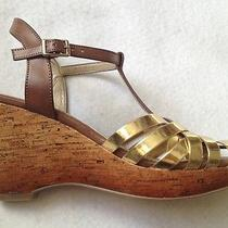 New Bandolino Noeline Wedge 9 1/2 9.5 M Womens Tan Gold T Strap Sandals Vegan  Photo