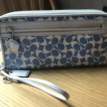 New Coach Women's Chelsea Zip Around Wallet Wristlet Clutch Blue & White F44633 Photo