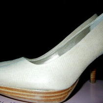 New in Boxbandolino Womens Beige Pumps  Size 8 Stacked Wood Heel  Photo