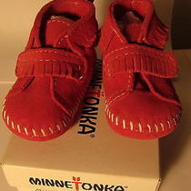 New in Box Minnetonka Pink Moccasins Size 2 Photo