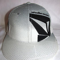 New Mens Gray Black Volcom Transplant 210 Flex Fitted Hat Size Small Medium Photo