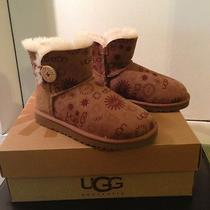 Nib Womens Ugg Australia Mini Bailey Button Sun Logo Chestnut Boots Us Sz 6 Rare Photo