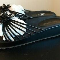Nine West Black Patent Sandal With Thong and Flower Accent Size 7.5 Guc Photo