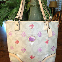 Nwt Authentic Coach Peyton Signature Clover Tote Khaki Multi 22221 Fast Shipping Photo
