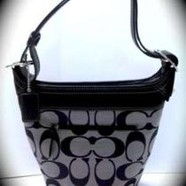Nwt Coach 13358 Signature Duffle - Sv/black/white Photo