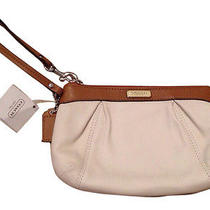 Nwt Coach Leather Pleated Medium Wristlet Sv/white/toffee Light Brown Photo