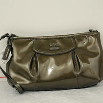 Nwt Coach  Madison Patent Leather Lrg Wristlet 46624 Pewter Photo