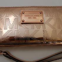Nwt Michael Kors Mirror Metallic Mk Signature Rose Gold Phone Wirstlet Iphone 6 Photo