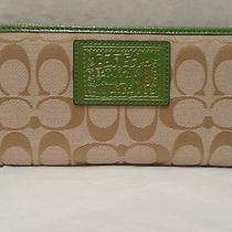 Nwt Signature Light Khaki / Grass Daisy Zip Around Wallet F49084 Photo