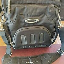 Oakley Vertical Messenger/laptop Bag Photo