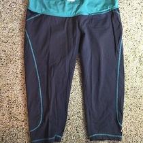 Oakley Womens  Capri Pants Graphite Green Large Ked Photo
