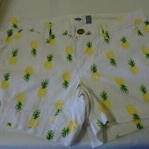 Old Navy Ladies Shorts Size 0-White Cotton W. Pineapples-Pockets-Belt Loops-Euc Photo