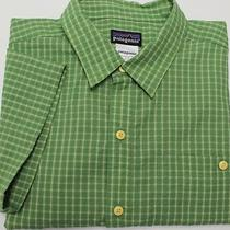 Patagonia Men's Short Sleeve Seersucker Shirt Sz M Medium Green Plaid Photo