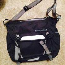 Patagonia Minimass 48267 Black - No Tags. Unused. Messenger Computer Bag Photo