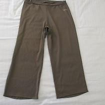 Reebok Play Dry Stretchy Capri Pants Women's Size Medium  Nwot Photo