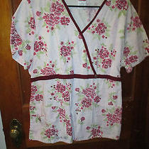 Scrubs - L - Large Top - Pink and White With Floral Design Photo
