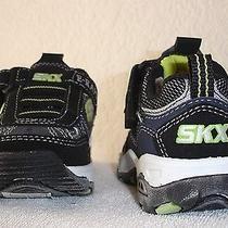 Skechers Invades Size 8 Photo