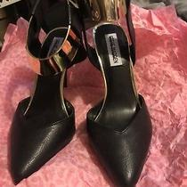 Steven Madden Black and Gold  Pumps Size 7 Photo