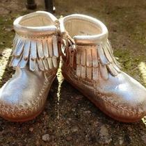 Toddler Girl's Minnetonka Silver Leather Fringe Side Zip Mocassin Bootie Size 4 Photo