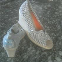 Tom's Women's Size 9 Wedge Open Toe Shoe Blue/white Stripes Med Width Photo