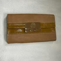 Tory Burch Clutch Tan Leather Magnetic Closure Logo Patent Leather Stripe  Photo